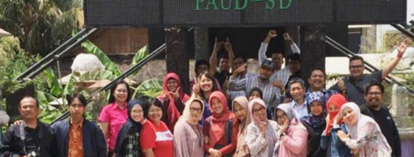 Kegiatan Faculty Meeting Sekolah Alam pelopor