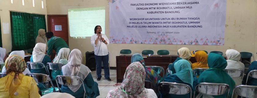 PKM Workshop Akuntansi Ibu Rumah Tangga pada Majelis Talim Wanita Rohmatul Ummah