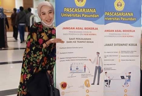 Selamat atas kelulusan dan diraihnya gelar Doktor untuk Ibu Rina Tresnawati, SE, M.M.